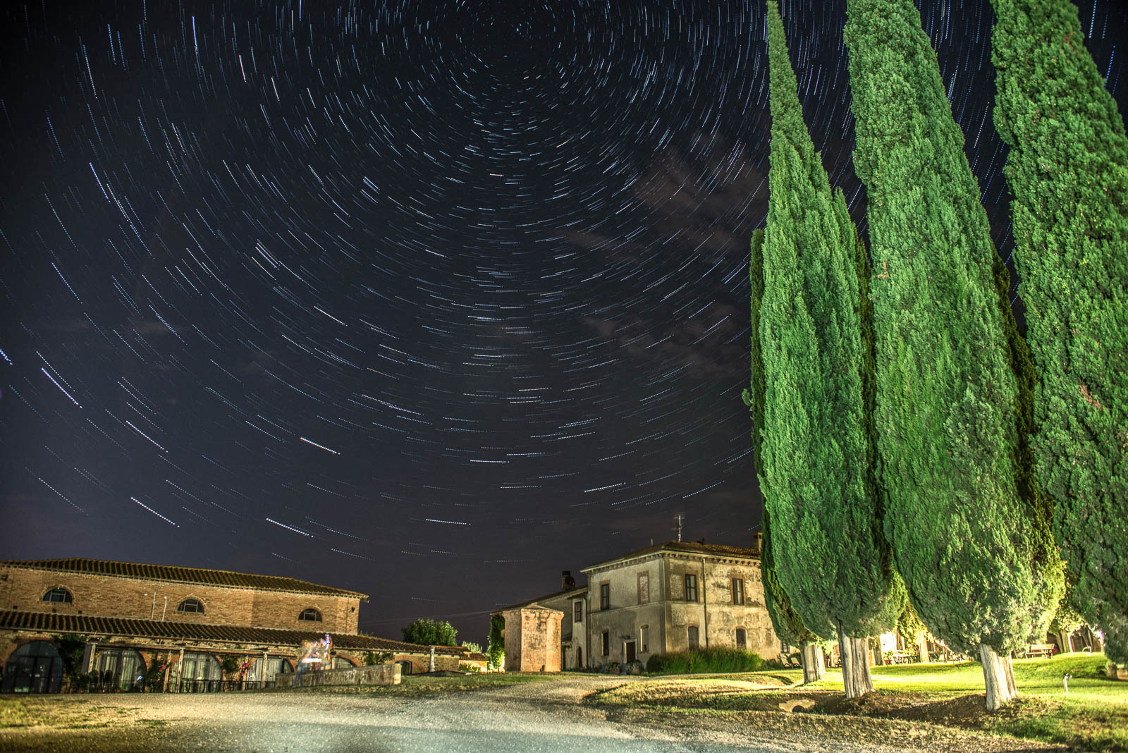 star trails toscana